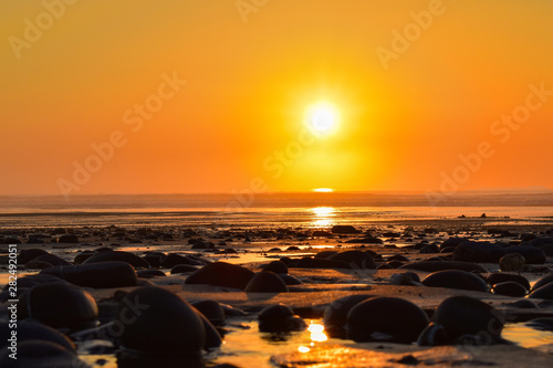 Photo  Low view of sunset at widemouth bay