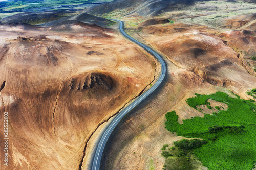 Fotomural Aerial view on road in Iceland