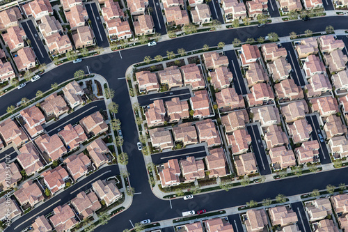Photo Aerial view of dense tract home rooftops in Los Angeles, California