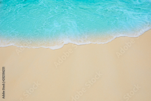 Poster Turquoise Soft waves of blue sea on the Maldives beach for the background.