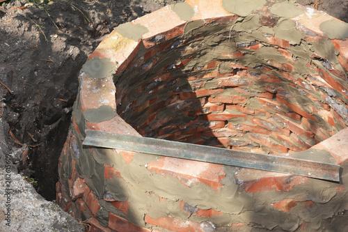 Installing brick septic tank Canvas-taulu