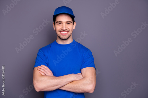Obraz na płótnie Close up photo express specialist he him his delivery boy strong arms crossed be
