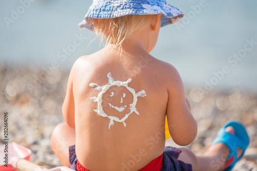Obraz Sweet preschool boy, holding scuba mask with sunscream applied on his back, ready for the harsh sun - fototapety do salonu