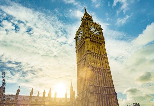 fototapeta na drzwi i meble Big Ben Kirchturm in London im Gegenlicht