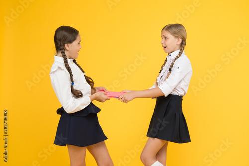 Obraz na plátne Schoolgirls fight for book