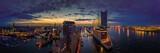 Panoramę Hamburga o wschodzie słońca z widokiem na Elbphilharmonie