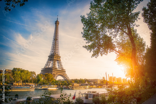 Poster Tour Eiffel Sunset view of Eiffel tower and Seine river in Paris, France. Architecture and landmarks of Paris. Postcard of Paris