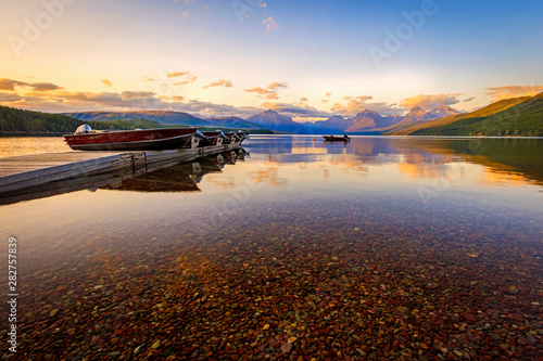 Photo sur Toile Marron chocolat Summer sunset at a lake in Glacier, Montana, USA.