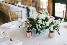 Modern Wedding Flowers On Tabl...