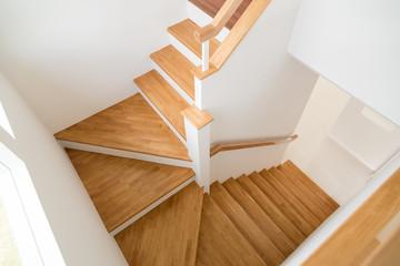 Wzór schodów drewnianych.