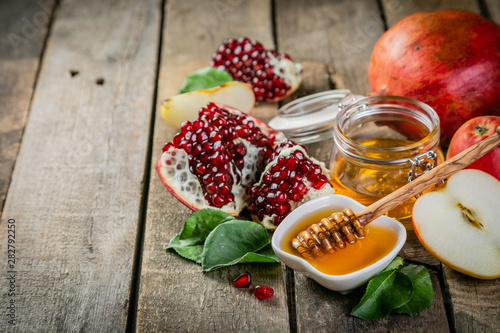Fototapeta Rosh hashana jewish holiday concept - apples, honey, pomegranate, rustic wood ba