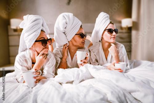 Obraz Photo of three friends  - fototapety do salonu