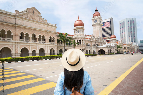 Spoed Fotobehang Kuala Lumpur Tourist is sightseeing at The Sultan Abdul Samad building is located in front of the Merdeka Square in Jalan Raja,Kuala Lumpur Malaysia.