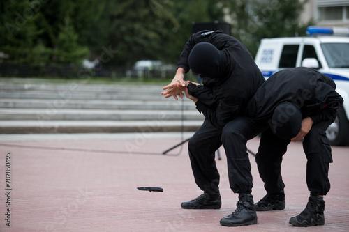 Fototapeta  police training with a knife