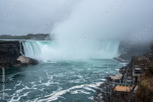 Horseshoe waterfall at Niagara falls from the Canadian side
