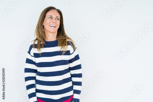 Poster Individuel Beautiful middle age woman wearing navy sweater over isolated background looking away to side with smile on face, natural expression. Laughing confident.
