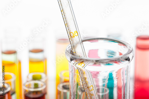 Fotografía  Test tubes with colorful chemicals close up in laboratory