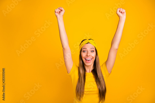 Pinturas sobre lienzo  Portrait of content teen raising her fists screaming shouting isolated over yell