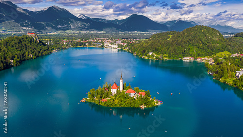 Obraz Bled, Slovenia - Aerial panoramic skyline view of Lake Bled (Blejsko Jezero) with the Pilgrimage Church of the Assumption of Maria, Julian Alps and Bled Castle at background on a sunny summer day - fototapety do salonu
