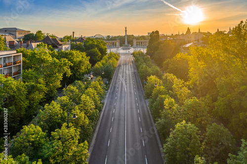 Montage in der Fensternische Budapest Budapest, Hungary - Aerial drone view of Andrassy street at sunrise with Heroes' Square (Hosok tere) at background at summer time