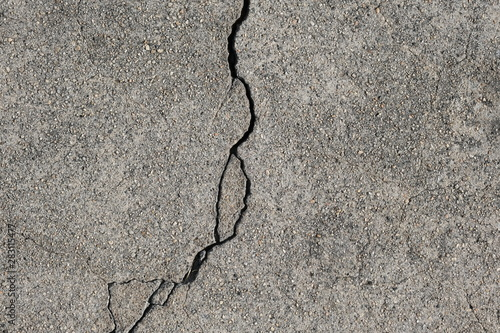 Cuadros en Lienzo  Crack in concrete on the streets of Los Angeles for interior design
