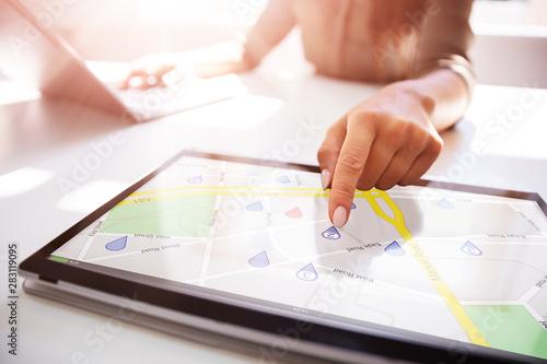 Pinturas sobre lienzo  Person Using GPS Service On Digital Laptop