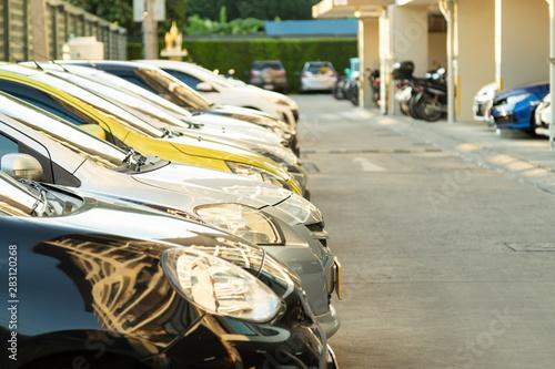 Poster Vintage voitures Silver car parking in line.