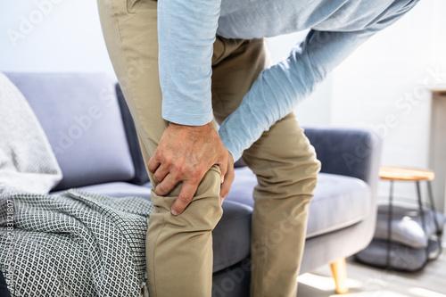 Obraz Man Having Knee Pain - fototapety do salonu