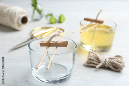 Fotografia Process of making homemade candle on table