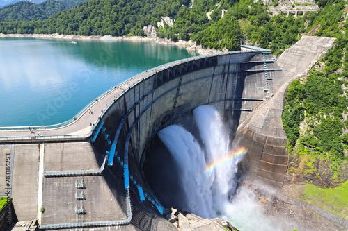 【富山県 日本の観光名所】日本最大級の黒部ダム Fototapet