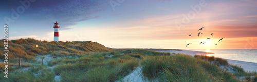 Canvas Prints North Sea sehnsuchtsvoller Blick zum Leuchtturm