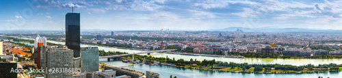 Fotomural  Stunning aerial panoramic cityscape view austrian capital city of Vienna