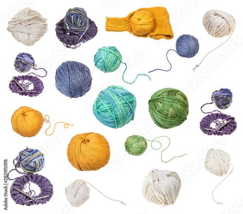 skein of greenish yellow yarn with unwound tail Fototapet