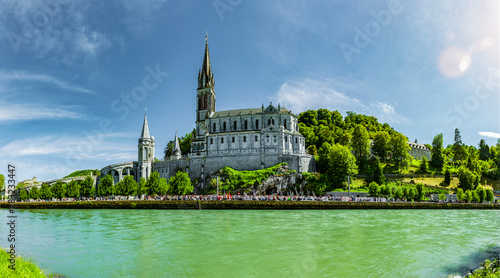 Carta da parati Basilika Notre Dame im Wallfahrtsort Lourdes