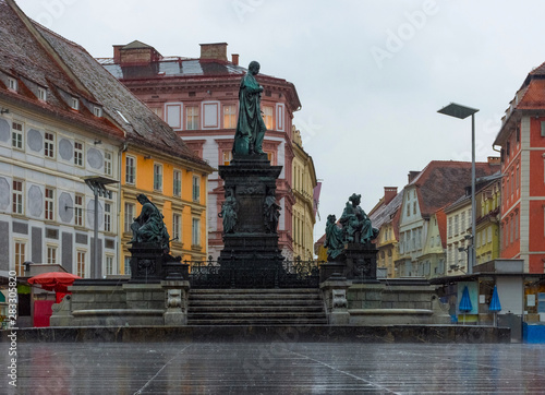 Obraz na plátne  Erzherzog Johann fountain at Hauptplatz (main square) in a rainy day, in Graz, Styria region, Austria