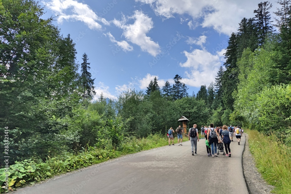 Fototapety, obrazy: Crowds of people on their way to the sea eye in the Tatras. The biggest attraction for people in the Polish mountains