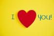 canvas print picture - I LOVE YOU mit einem roten Herzen auf gelben Hintergrund
