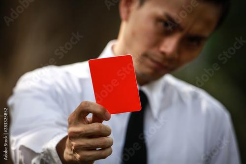 Fényképezés  レッドカードを出す男性社員