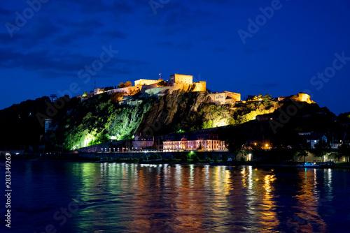 Fotografie, Obraz  Festung Ehrenbreitstein zur blauen Stunde in Koblenz, Deutschland