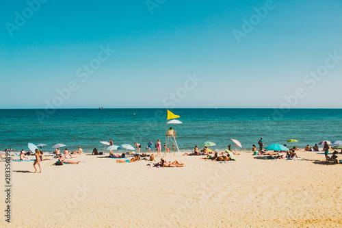 playa barcelona mar mediterráneo amarillo bandera arena agua azul marrón cielo t Wallpaper Mural