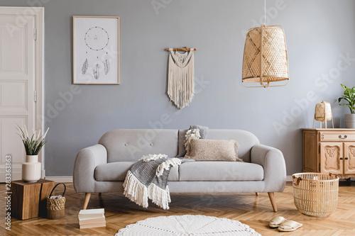 Fotografia Boho interior design of living room with sofa and macrame