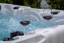 Wein Und Wellness Im Whirlpool