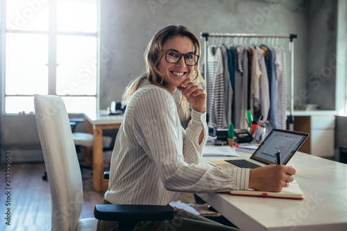 Valokuvatapetti Successful small business owner