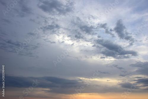 Canvas Prints Heaven Dramatische Wolken bei Sonnenaufgang über dem Meer