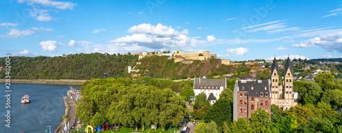 Fototapeta  Koblenz mit Seilbahn und Festung Ehrenbreitstein am Rhein