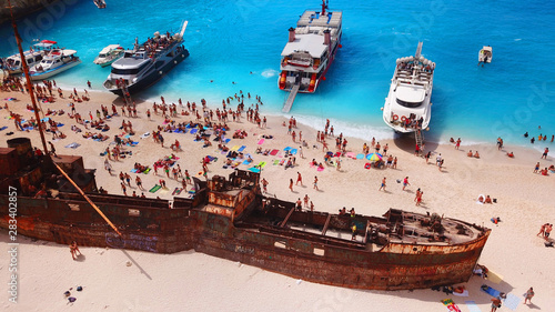 Photo Aerial drone view of iconic beach of Navagio or Shipwreck voted one of the most