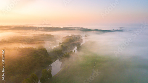 Fotografia Morning fog over river, meadow and forest.