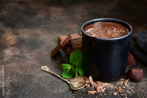 Spoed Foto op Canvas Chocolade Homemade hot chocolate with mint in a black mug.