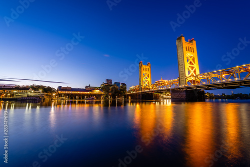 Photo sur Aluminium Ponts Sunrise over West Sacramento