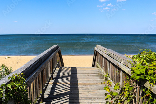 Fotografia  Walkway leading to Ocean View Beach in Norfolk, Virginia with the Chesapeake Bay in the background